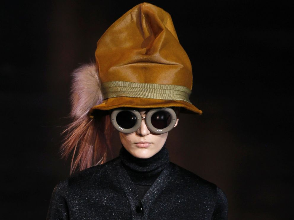 PHOTO: A model presents a creation by US fashion designer Marc Jacobs during the Louis Vuitton Fall/Winter 2012-2013 ready-to-wear collection show, March 7, 2012.