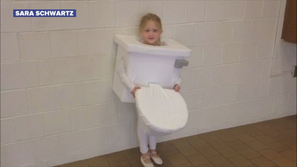 Little Girl Wins 39 Game Of Thrones 39 With Toilet Costume