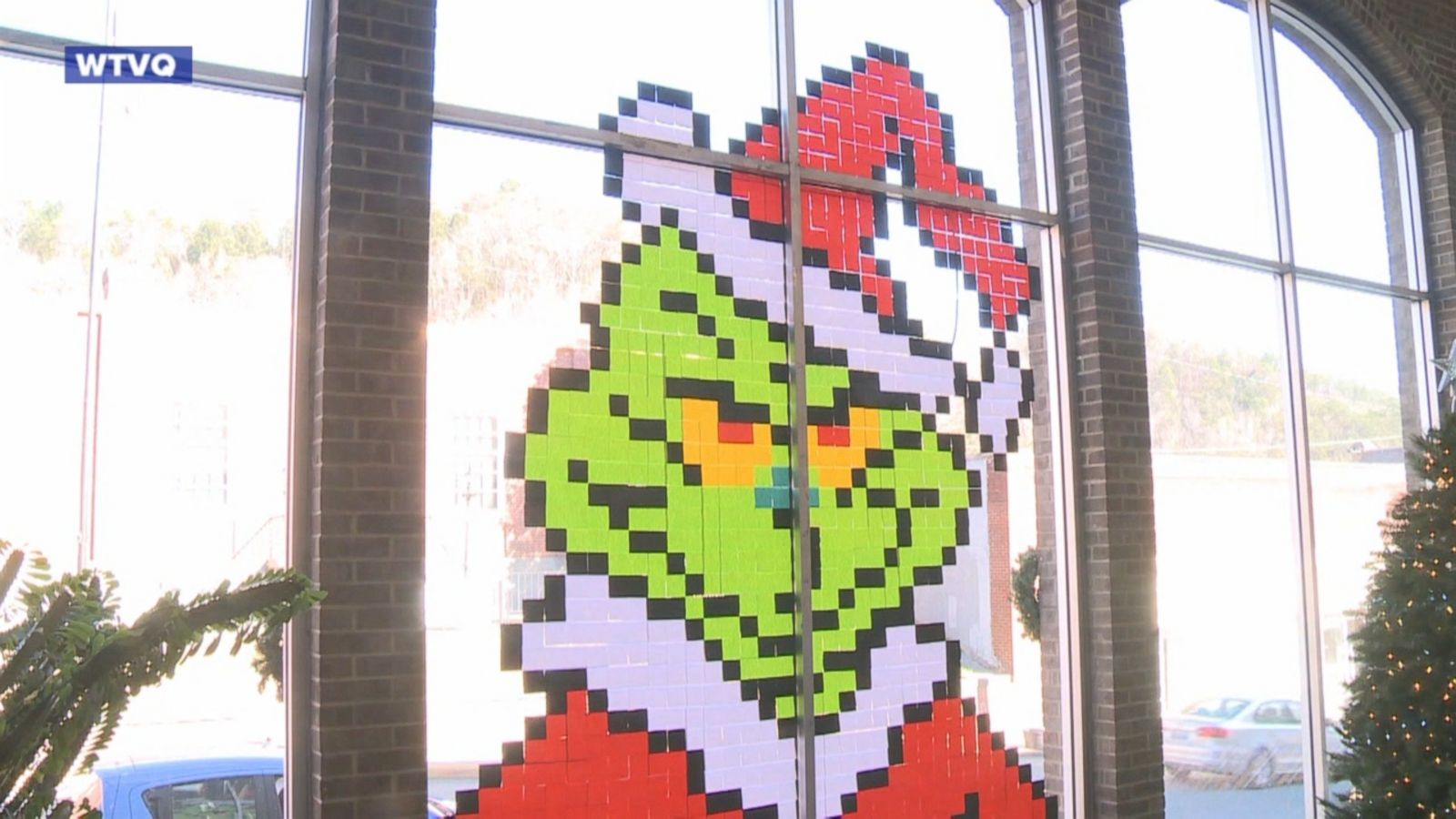 A teacher in Kentucky hopes to spread some joy this holiday season using Post-It Notes.