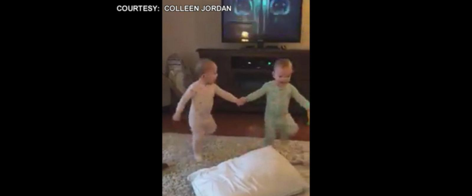 VIDEO: Twin toddlers act out their favorite Frozen scene