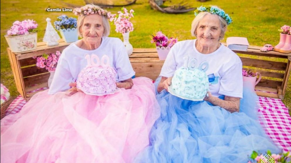 Maria Pignaton Pontin and Paulina Pignaton Pandolfi turn 100 on May 24. The twin sisters, from Ibiraçu, Brazil, decided to mark their milestone by a photo shoot by Camila Lima.