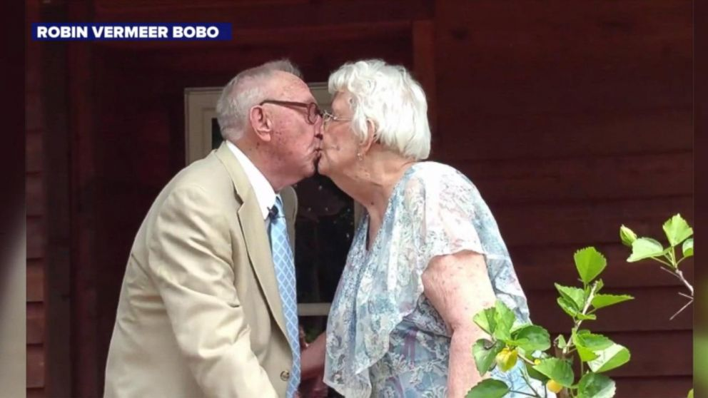 VIDEO: Man, almost 90, serenades his wife while celebrating their 70th anniversary