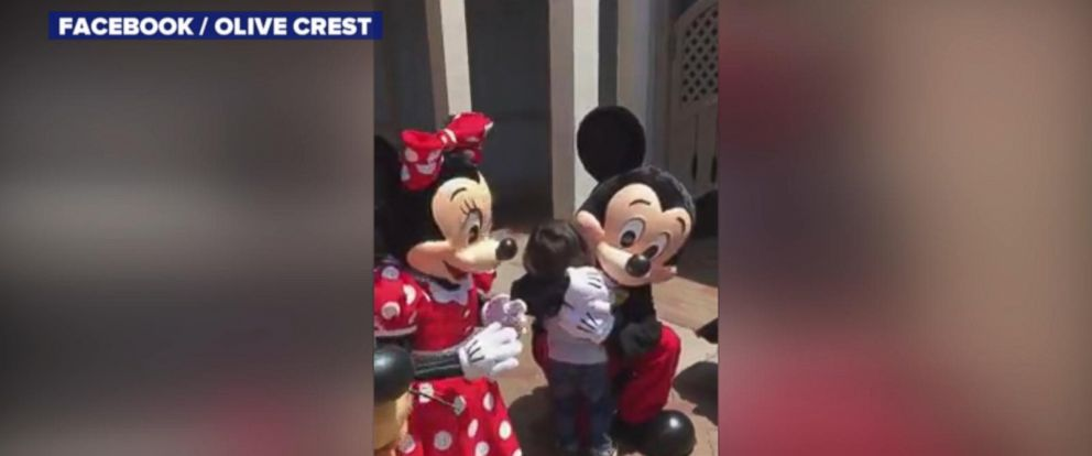 VIDEO: Mickey and Minnie Mouse sign I love you to deaf boy at Disneyland