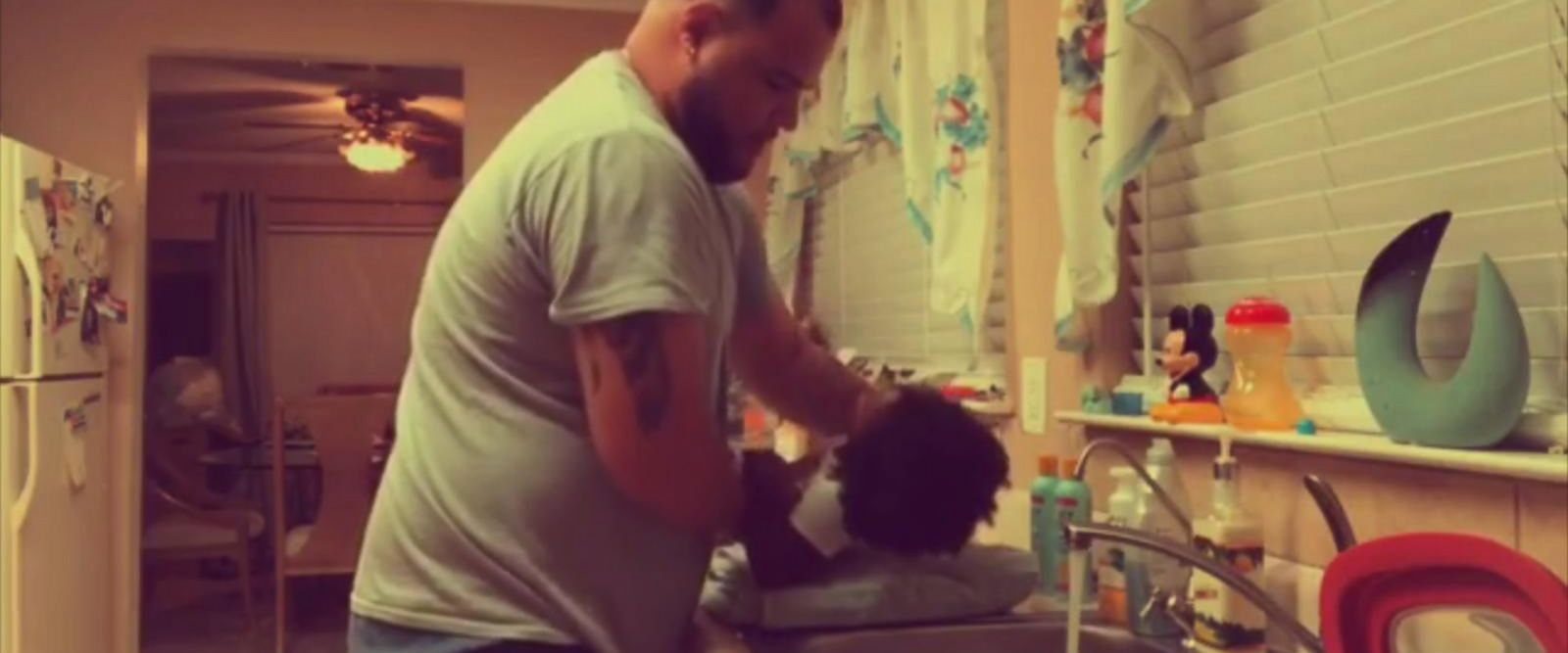 VIDEO: Dad and daughter bond while washing her hair