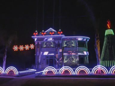 WATCH:  Man makes epic 'Star Wars'-themed holiday light show out of 15,000 lights