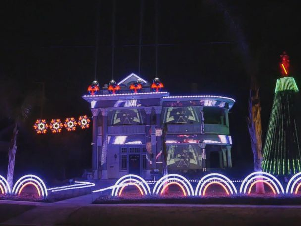 """'Matt Johnson, the owner of Living Light Shows in San Antonio, Texas, created this epic """"Star Wars""""-themed holiday light show on a house by a park downtown.' from the web at 'http://a.abcnews.com/images/Lifestyle/171213_vod_orig_star_wars_xmas_lights_4x3_608.jpg'"""