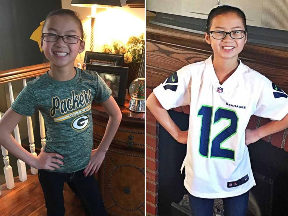 PHOTO: Audrey Doering, 10, pictured left, sports her beloved Green Bay Packers gear, and Gracie Rainsberry, 10, pictured right, wears a Seahawks jersey.