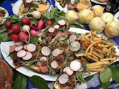 PHOTO: Chef Spike Mendelsohns Steak Tartine Sandwich