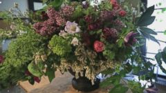 PHOTO: Master florist Lewis Miller creates a beautiful arrangement for spring.