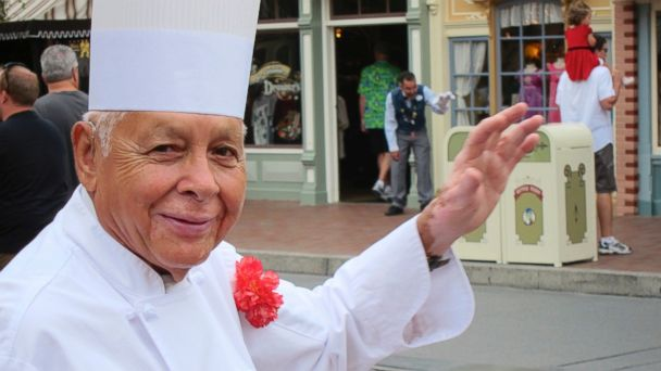 PHOTO: Oscar Martinez greets diners at the Carnation Cafe at Disneyland in Anaheim, California, Sept. 20, 2013.