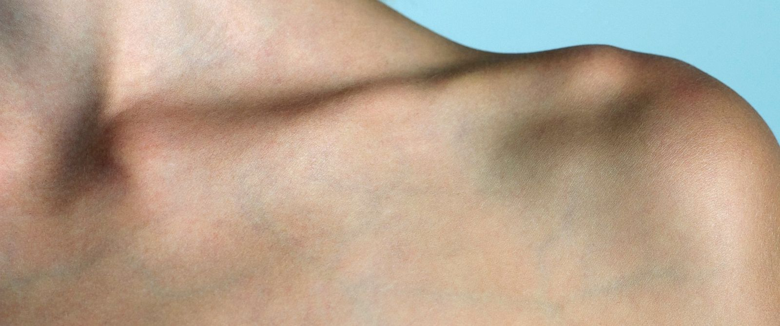 PHOTO: Fresh on the the heels of the belly button challenge comes another bizarre body trend out of China: the collarbone challenge.