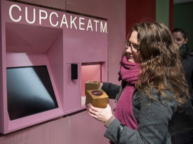 Cupcake ATM Pops Out Treats in 10 Seconds