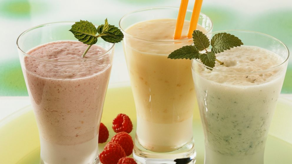 PHOTO: Heres how you can make the perfect breakfast smoothie to help your skin looks its best.