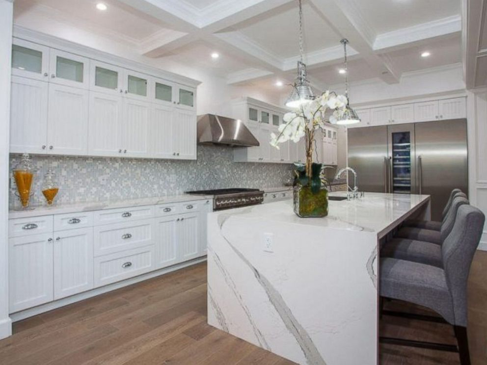 PHOTO: The kitchen inside Ne-Yos $1.9 million California home.