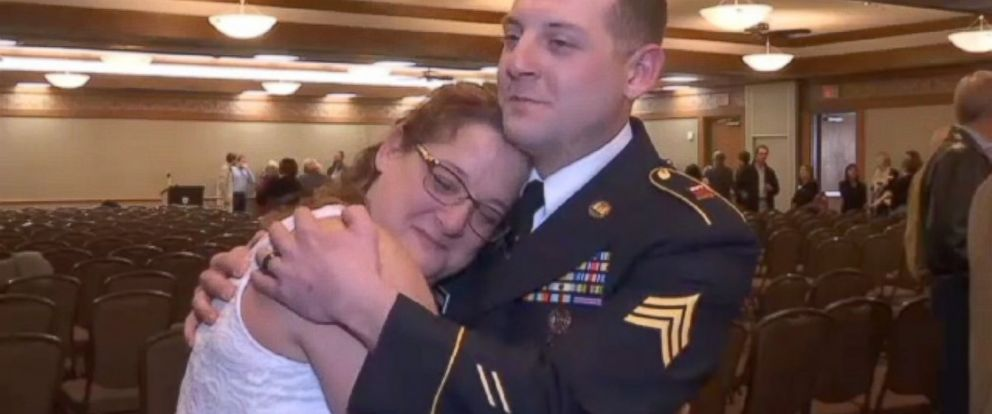 PHOTO: U.S. Army sergeant Dustin Pearson, 29, surprised his mom, Margaret Pearson, after a yearlong deployment.