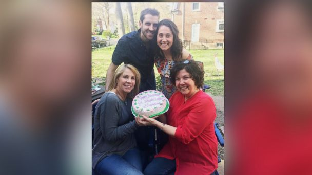 PHOTO: Hillary Hinrichs of St. Louis, Miss., surprised her mom, Terry Overfelt, with a birthday cake announcing her pregnancy.