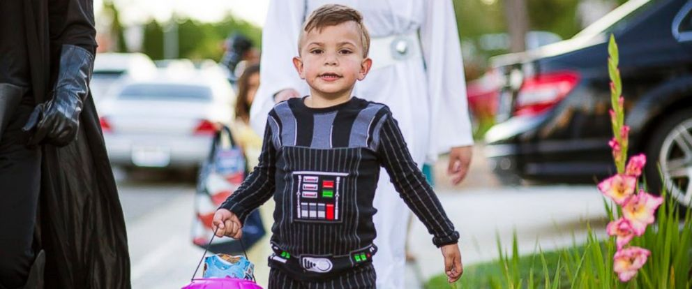 PHOTO: Carter Sarkar, 5, who suffers from Sanfilippo syndrome, had his neighborhood block celebrating his 5th birthday with an early Halloween party on May 21 in Castaic, California.