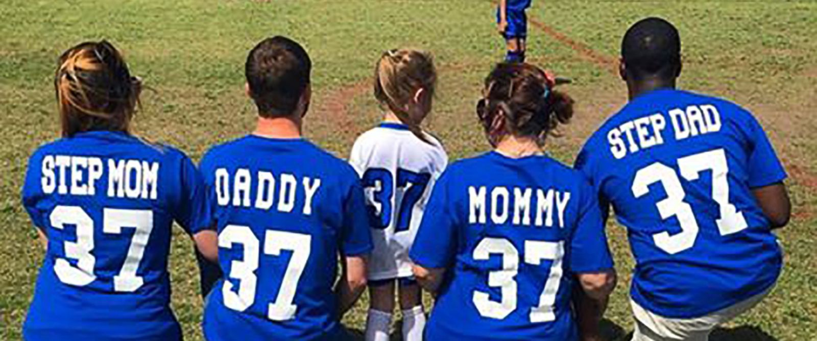 PHOTO: The parents and stepparents of Maelyn Player, 4, pose with Maelyn at her soccer game in custom-made jerseys.