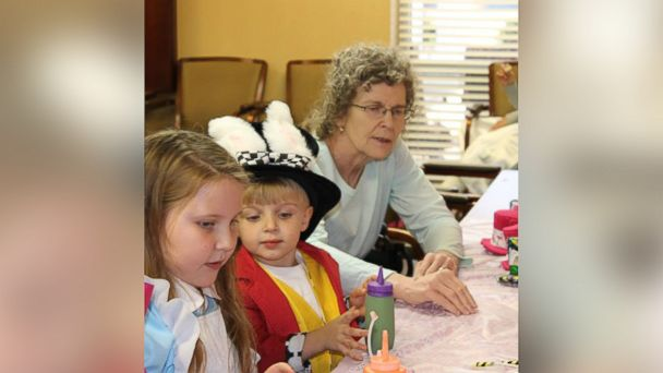 PHOTO: Ellie Boshers moved her 10th birthday party to her grandmother's nursing home so her grandmother wouldn't miss it.