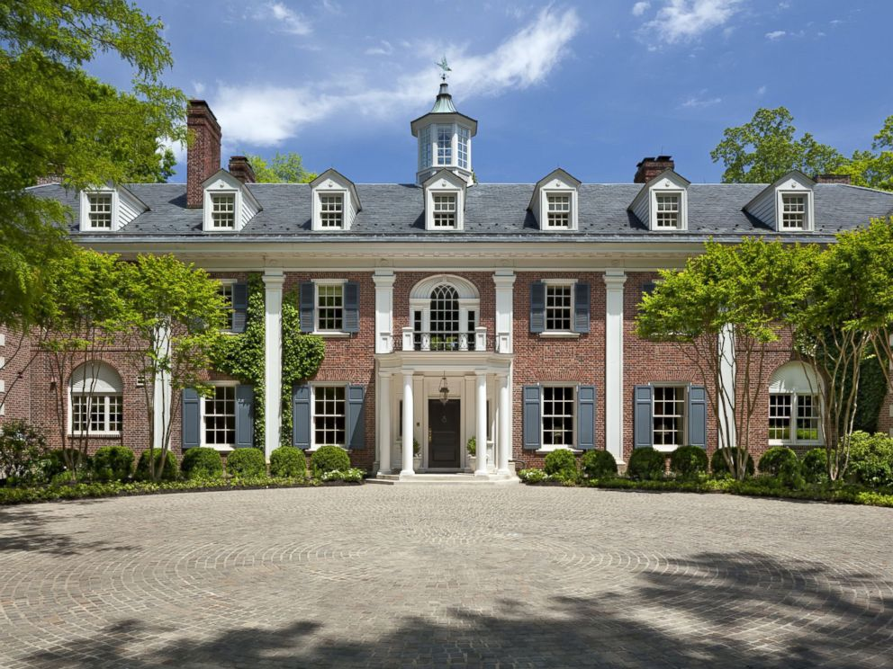 PHOTO: An Outdoor Look At Jacqueline Kennedy Onassis Childhood Home In  McLean, Virginia,