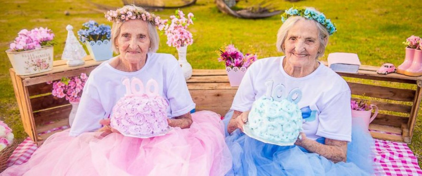 PHOTO:Brazilian twin sisters Maria Pignaton Pontin and Paulina Pignaton Pandolfi celebrated turning 100 on May 24 with a whimsical photo shoot.