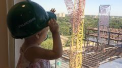 PHOTO: Vivian Keith, 2, who is battling leukemia, often looks out her window to watch the hospital construction workers from St. Louis Childrens Hospital in St. Louis, Mo.
