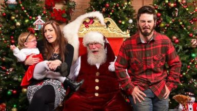 PHOTO: Little girl has meltdown taking Santa photo, so the rest of the family joined in.