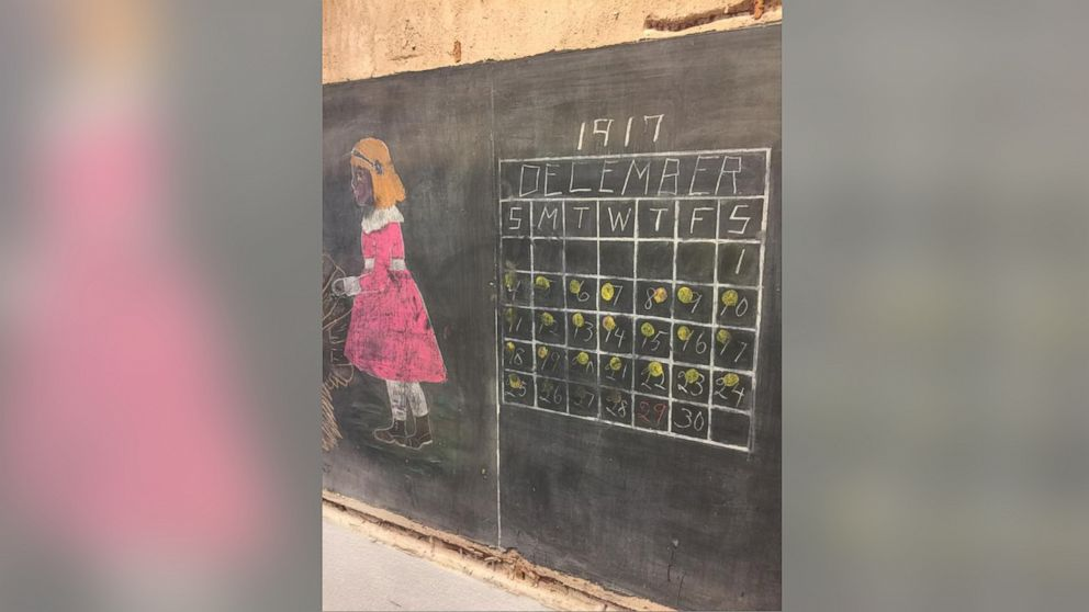 oklahoma high school stunned to find 100 year old chalkboard lessons abc news. Black Bedroom Furniture Sets. Home Design Ideas