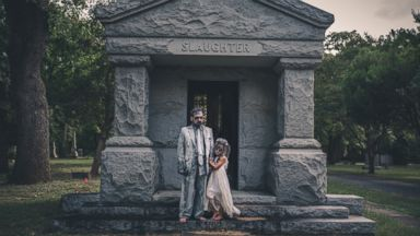 PHOTO: The Peveto family, of Dallas, holds annual eerie Halloween daddy-daughter photo shoots.