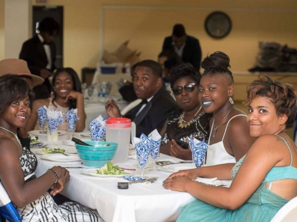 40 Homeless Students in Chicago Get First-Ever Prom – ABC News
