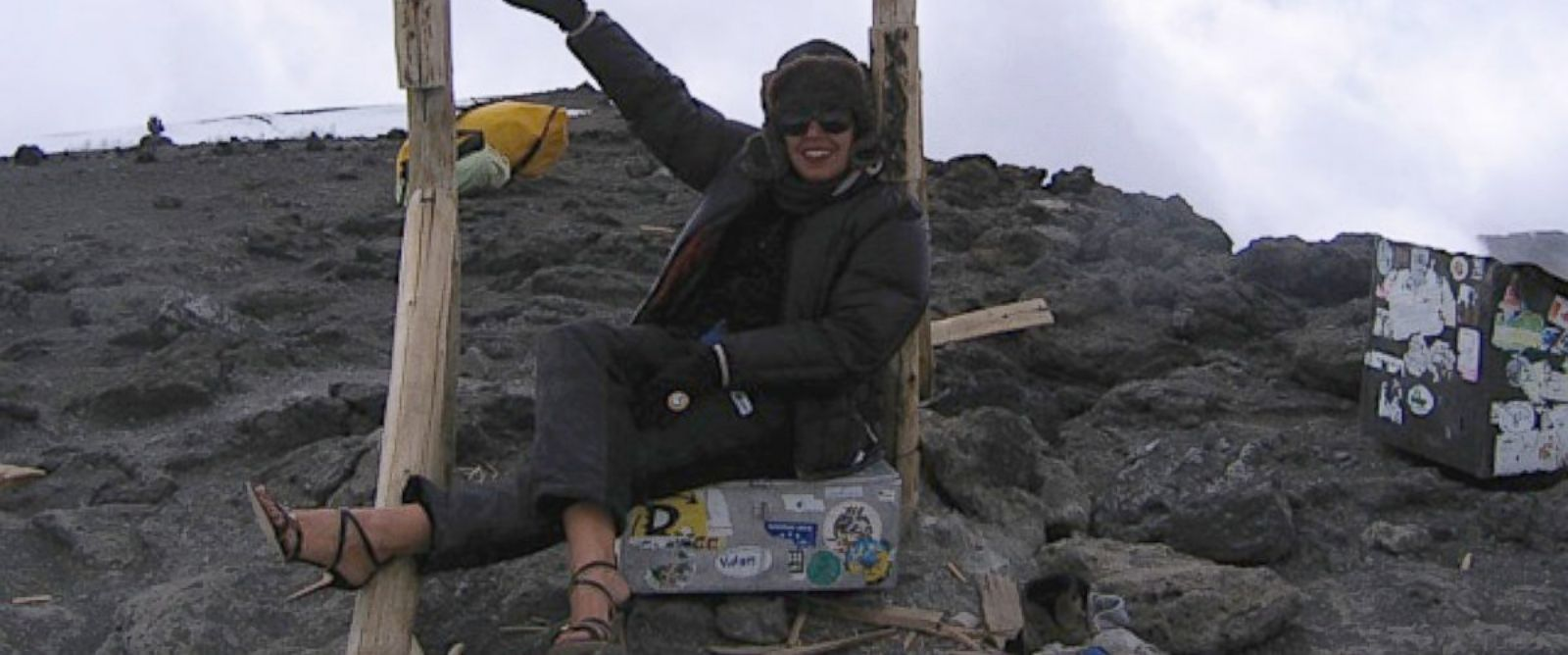 PHOTO: Rima Suqi posed atop Mount Kilimanjaro in a pair of stilettos