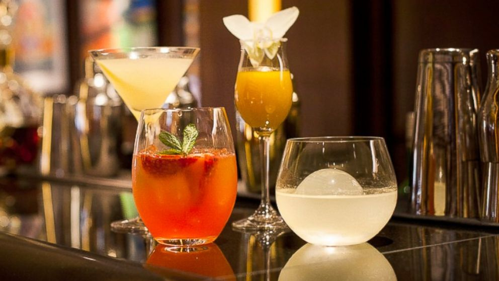 "PHOTO: The Red Carpet Menu at 45 Park Lane in London was created by celebrity chef Wolfgang Puck and includes Oscars-inspired cocktails such as the ""Lemon Quaalude"" and ""Trouble on the Hubble."""