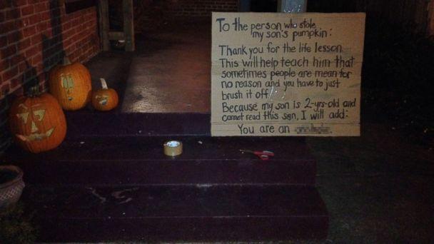 HT pumpkin sign blur 1 jtm 131029 16x9 608 Moms Message to Pumpkin Thief Goes Viral