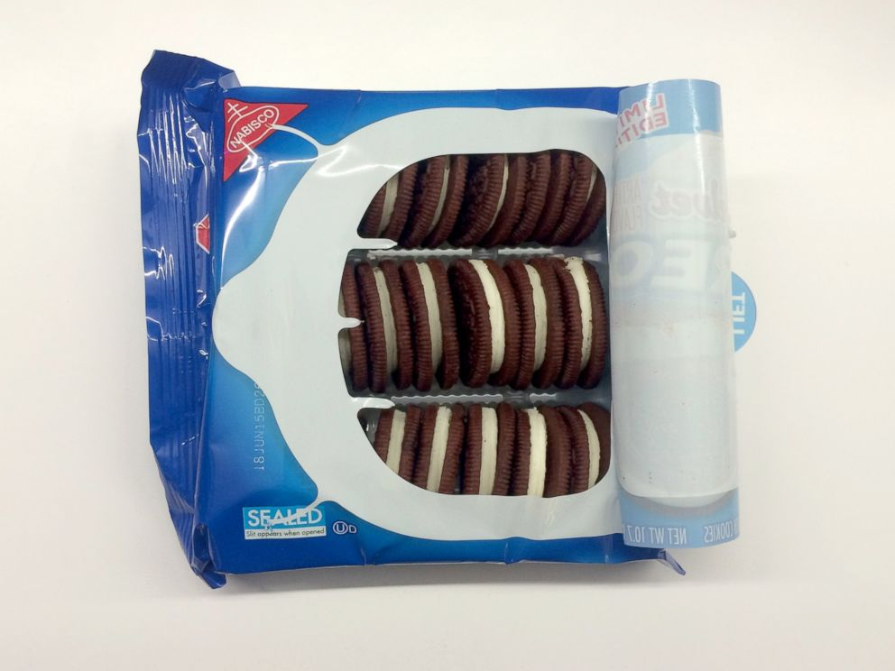 PHOTO: A look inside of Oreos new Red Velvet flavor.