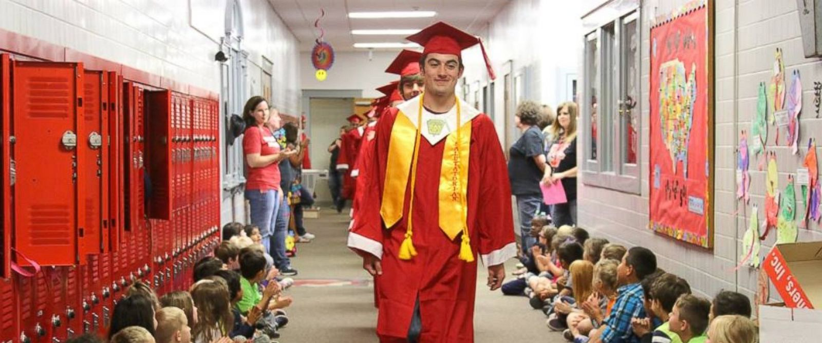 texas high school seniors take senior walk to inspire younger photo seniors at van high school in texas proudly walked the halls on the schools