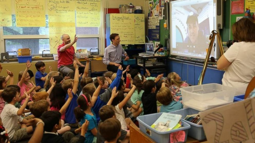 PHOTO: Students at Willard Elementary School in Ridgewood, New Jersey take a virtual field trip