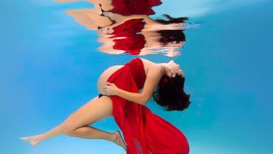 PHOTO: These underwater maternity photos turn moms-to-be into mermaids.