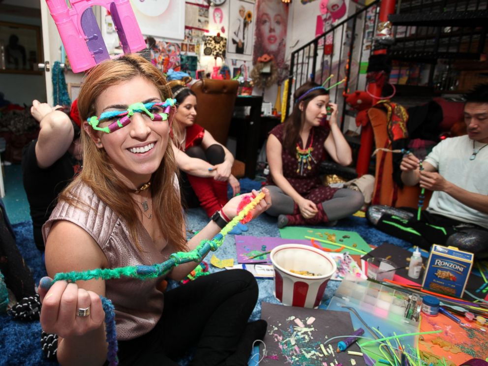PHOTO: New Yorkers come from across the city to Michelle Jonis Brooklyn apartment to finger paint, sing, snack and nap.