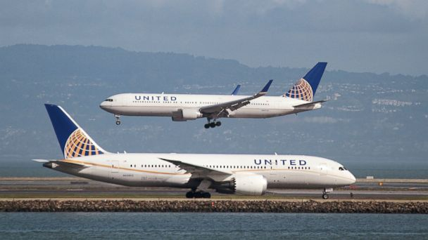 PHOTO: A United Airlines Boeing 787 taxis as a United Airlines Boeing 767 lands at San Francisco International Airport, San Francisco, on Feb. 7, 2015.