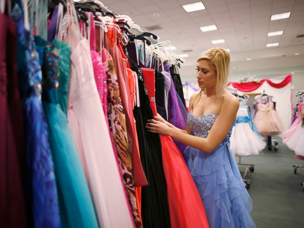 PHOTO: Jasmine Boyle, 17, looks through prom dresses at the Glamour Gowns event in Los Angeles, March 28, 2014.