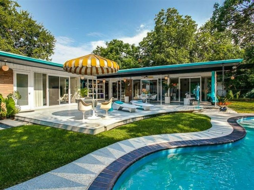 Peachy keen 1950s style home listed for 665k in dallas for Modern dallas homes for sale