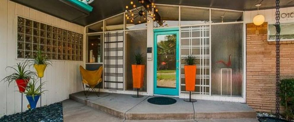 Peachy keen 1950s style home listed for 665k in dallas for Modern home decor dallas