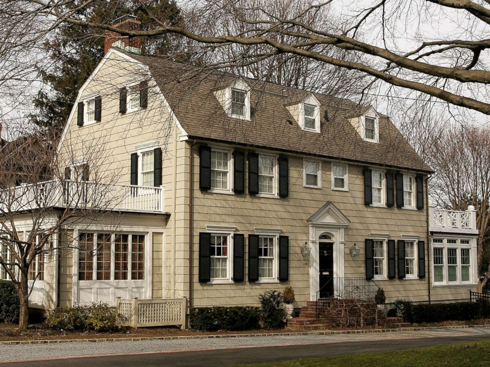 PHOTO: The house that inspired the film The Amityville Horror, at 112 Ocean Avenue in the town of Amityville, N.Y., is pictured, March 31, 2005.