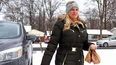 'PHOTO: Amy Price Mendez and her family delivered over 100 lunches to children in need throughout Lorain County, Ohio, Jan. 3, 2018.' from the web at 'http://a.abcnews.com/images/Lifestyle/amy-price-ht-jef-180105_16x9t_384.jpg'