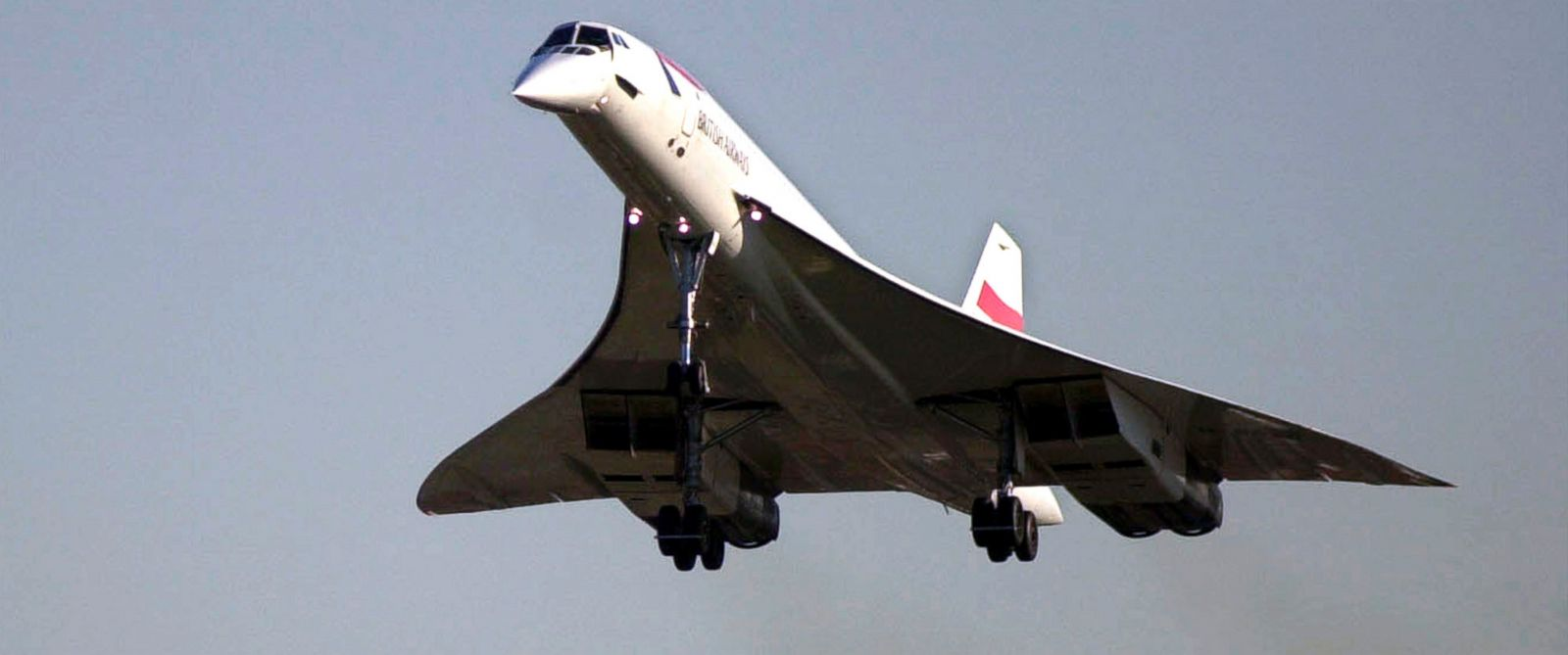 PHOTO: A British Airways Concorde comes in for a landing at Boeing Field in Seattle, Nov 5, 2003.