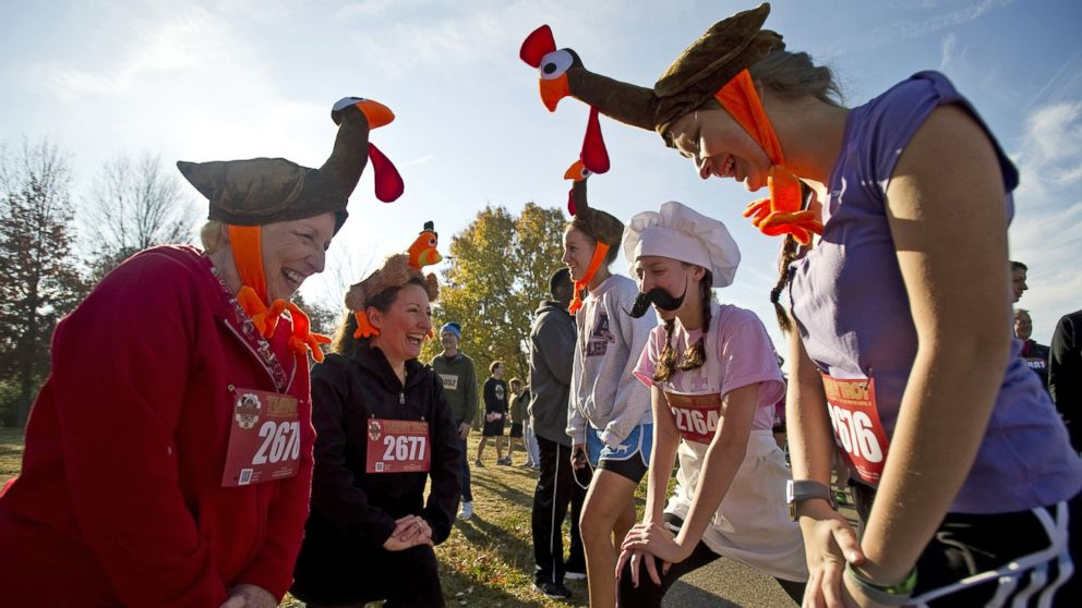 PHOTO: Dressed as turkeys and a chef, three generations of runners from the same family stretch bef