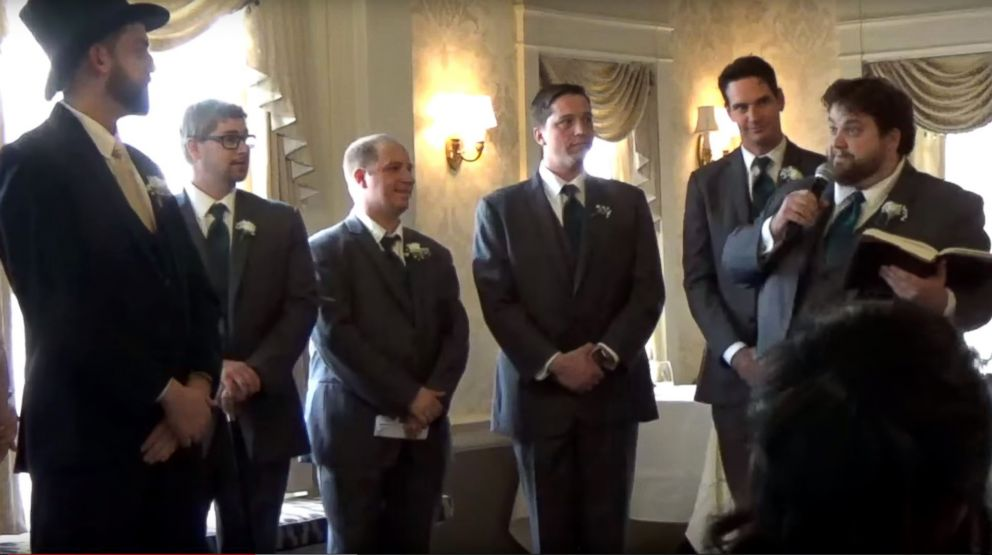 "PHOTO: Adam Lauver has wedding guests cracking up over his dramatic reading of Rick Astleys ""Never Gonna Give You Up."""