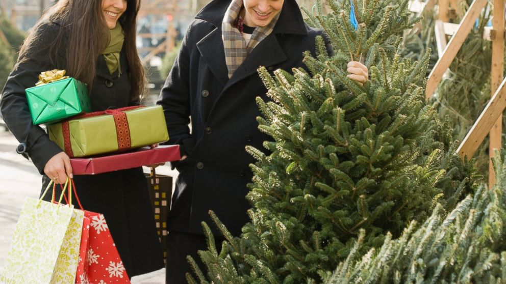 the dos and donts of buying the perfect christmas tree abc news - Christmas Tree Shopping