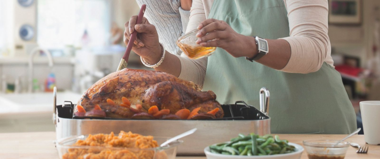 """PHOTO: Chefs Alex Guarnaschelli, Amanda Freitag and Geoffrey Zakarian appeared on """"Good Morning America"""" on Nov. 26, 2015, to answer viewers questions about cooking Thanksgiving dinner."""