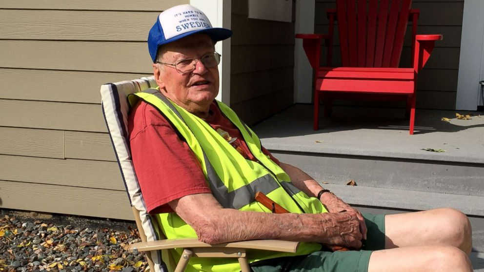95-year-old WWII veteran's neighbors put chairs on their lawns to ease his walks